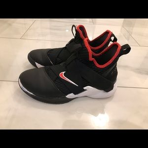 Nike Lebron Soldier XII Shoes Sz 7Y